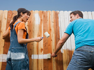 couple-painting-fence-0610-mdn